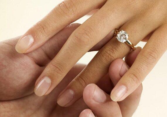 Романтично предложение за брак в АГ болница
