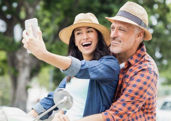 Да излизаш с по-възрастен мъж си има предимства